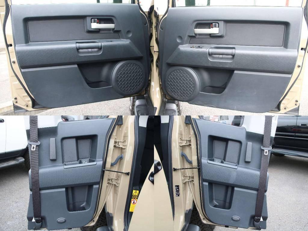 各所ドア内張りもキレイな状態です☆ | トヨタ FJクルーザー 4.0 オフロードパッケージ 4WD