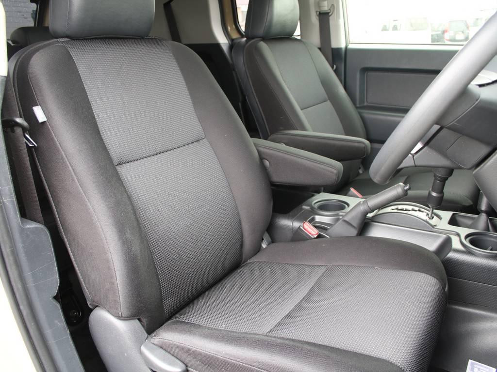 運転席も目立つヘタリ無くキレイに保たれております☆ | トヨタ FJクルーザー 4.0 オフロードパッケージ 4WD