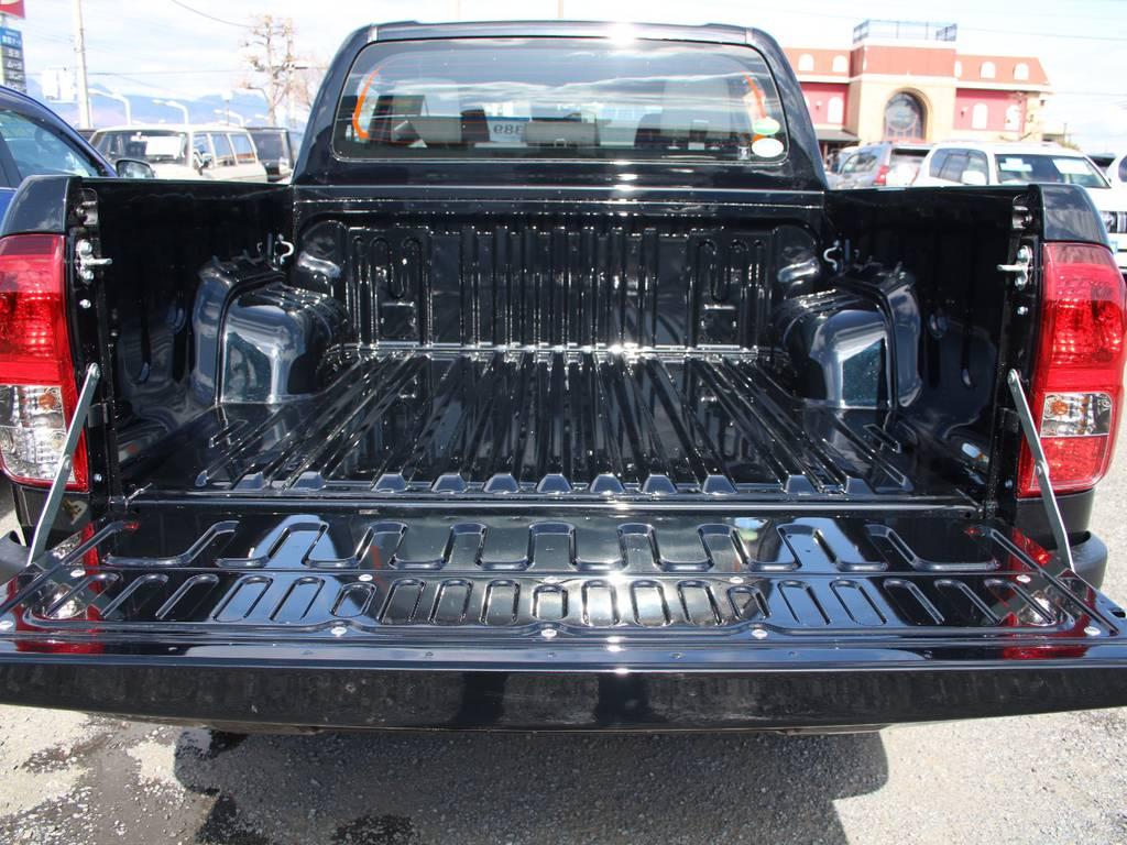 荷室は沢山物が積めます☆ | トヨタ ハイラックス 2.4 Z ブラック ラリー エディション ディーゼルターボ 4WD