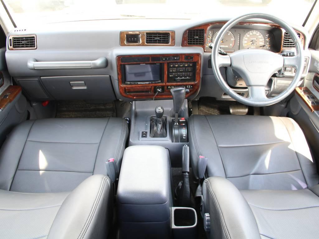 内装グレー基調☆キレイに保たれております☆ブラックシートカバー付き☆ | トヨタ ランドクルーザー80 4.5 VXリミテッド 4WD