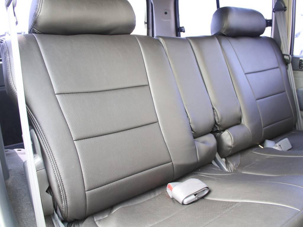 後部座席は大人もくつろげるスペースがございます☆ | トヨタ ランドクルーザー80 4.5 VXリミテッド 4WD