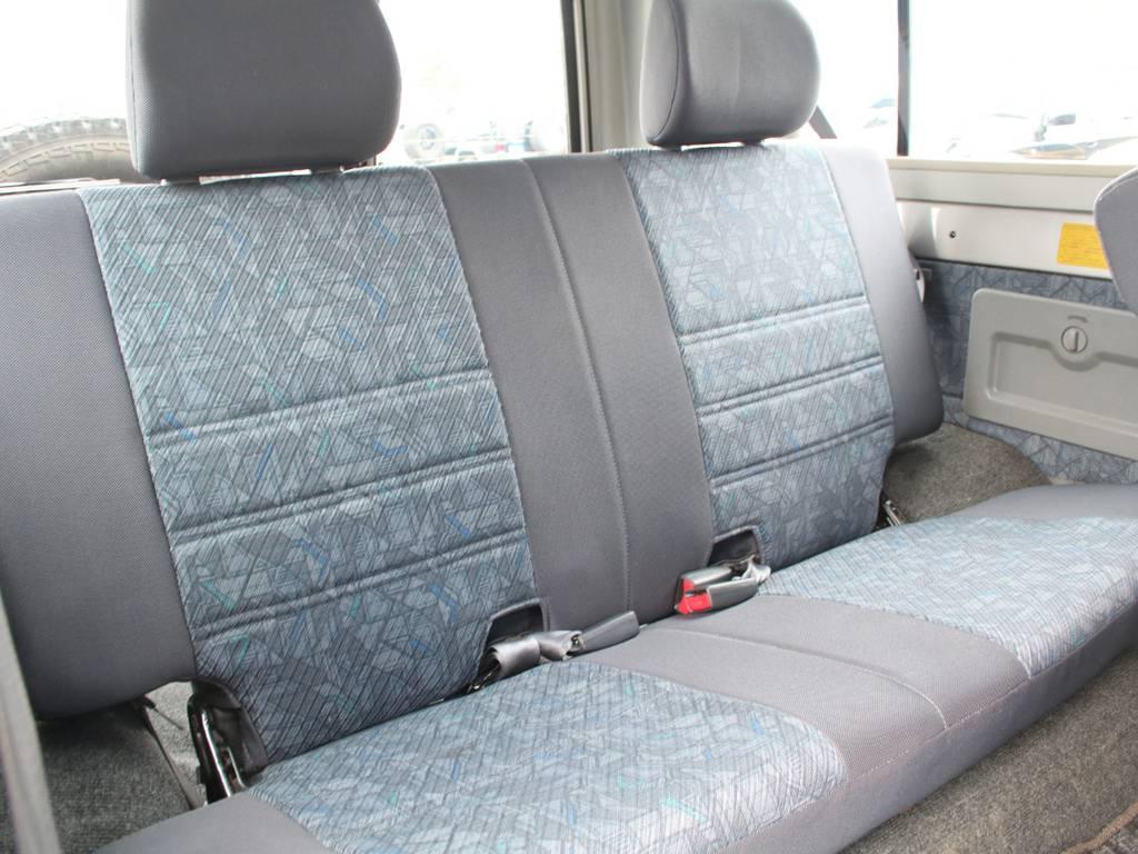 後部座席は大人もくつろげるスペースがございます☆