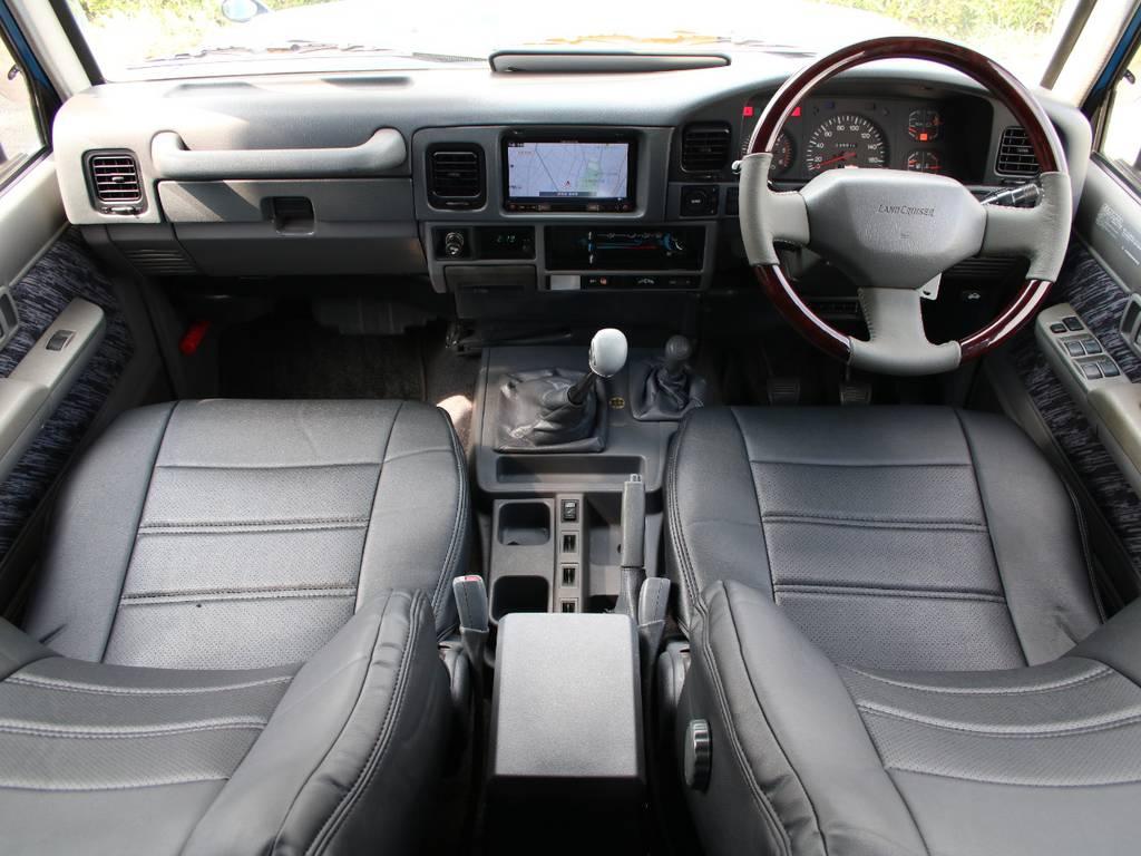 内装グレー基調☆キレイに保たれております☆ | トヨタ ランドクルーザープラド 3.0 SXワイド ディーゼルターボ 4WD 希少MT車 新品BFGタイヤ 寒冷地仕様
