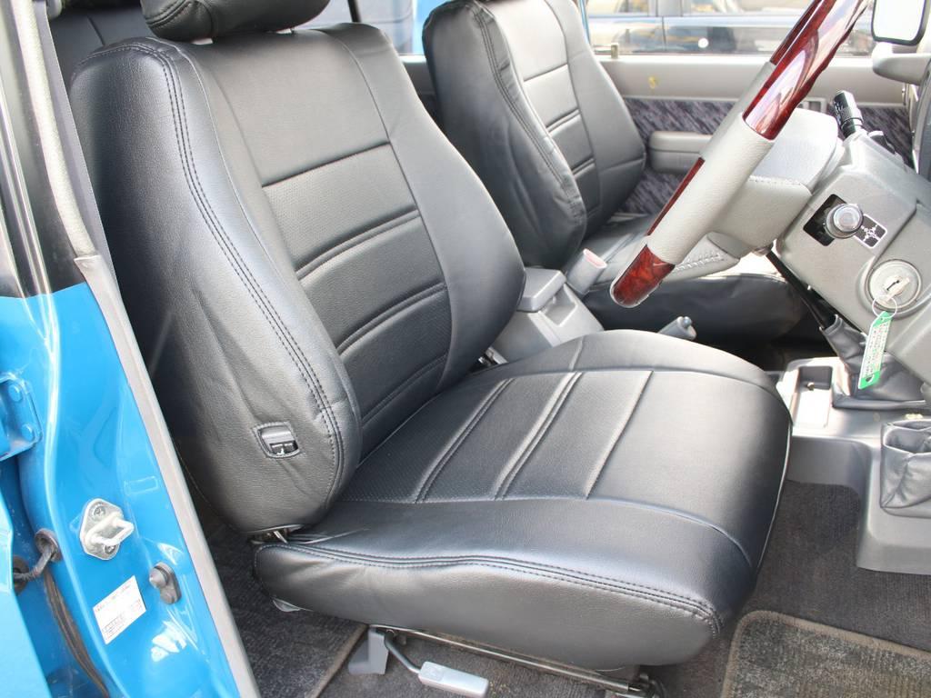 運転席は目立つヘタりなくキレイに保たれております☆新品でシートカバー取り付け致しました☆ | トヨタ ランドクルーザープラド 3.0 SXワイド ディーゼルターボ 4WD 希少MT車 新品BFGタイヤ 寒冷地仕様