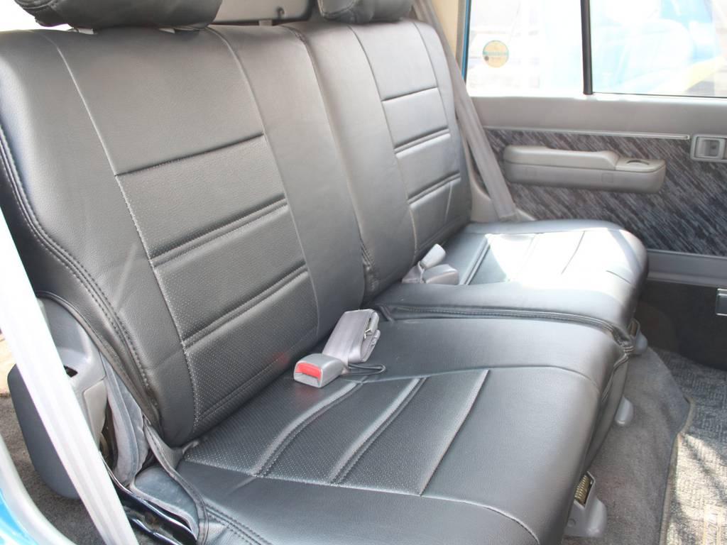 後部座席は大人もくつろげるスペースがございます☆ | トヨタ ランドクルーザープラド 3.0 SXワイド ディーゼルターボ 4WD 希少MT車 新品BFGタイヤ 寒冷地仕様