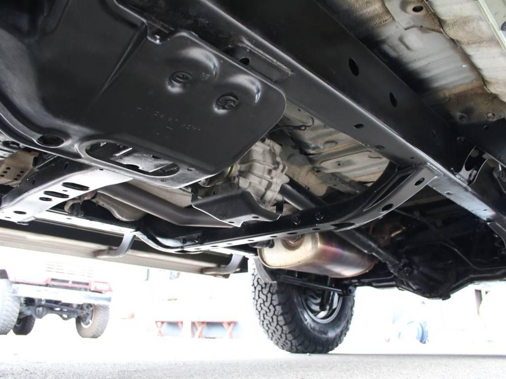 下回りは高圧洗浄後防錆パスターにてキレイに仕上げてあります☆ | トヨタ ランドクルーザープラド 2.7 TX リミテッド 4WD 後期型 イモビ付きモデル