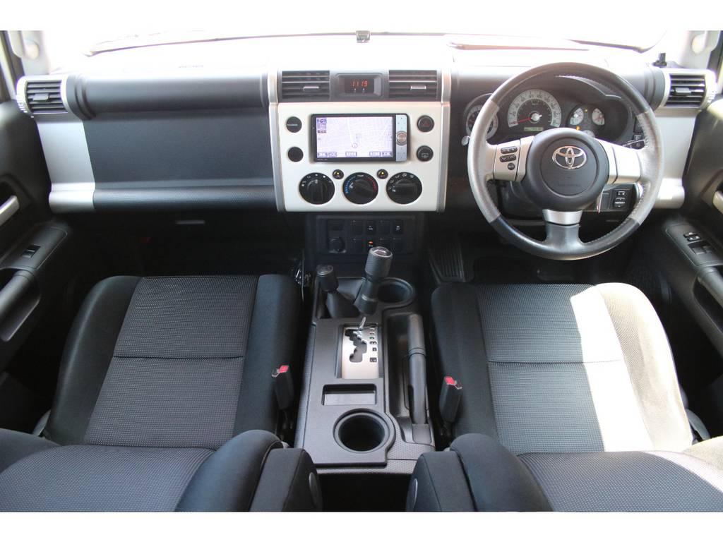 内装グレー基調☆キレイに保たれております☆ | トヨタ FJクルーザー 4.0 4WD