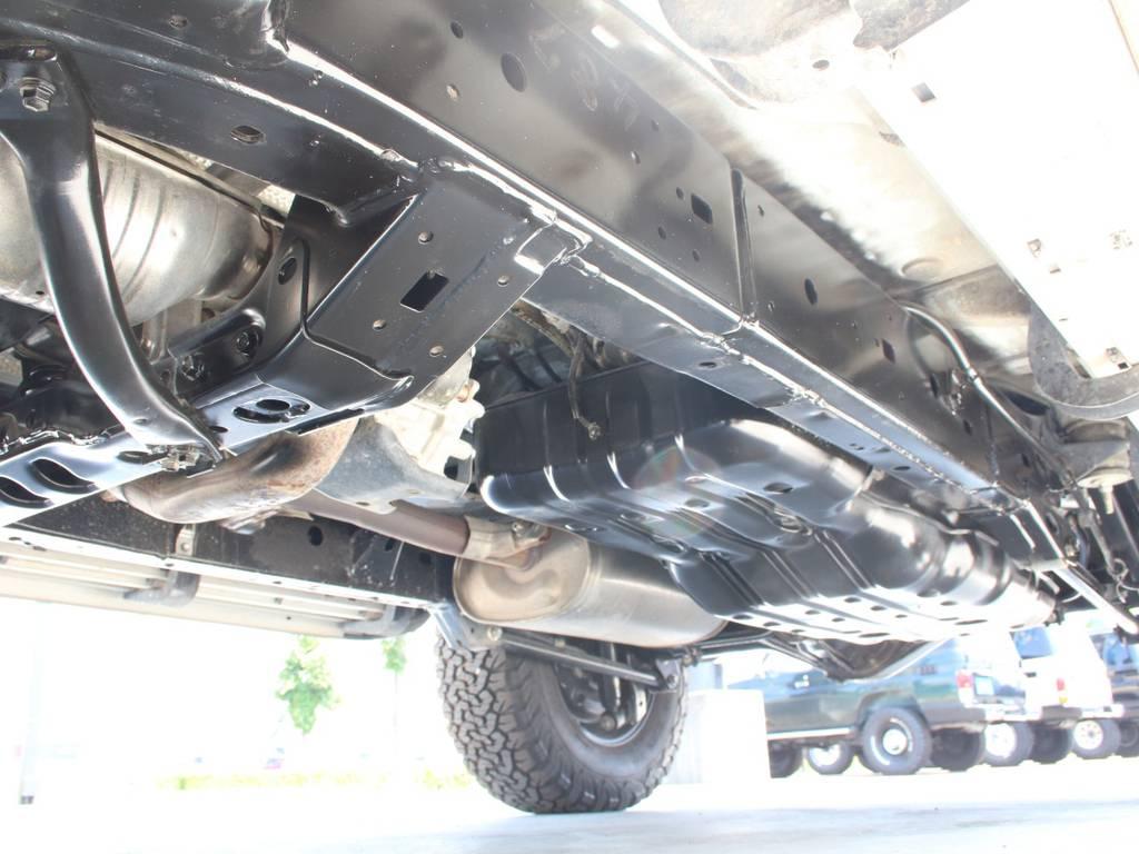 下回りは高圧洗浄後防錆パスターにてキレイに仕上げてあります☆ | トヨタ FJクルーザー 4.0 4WD