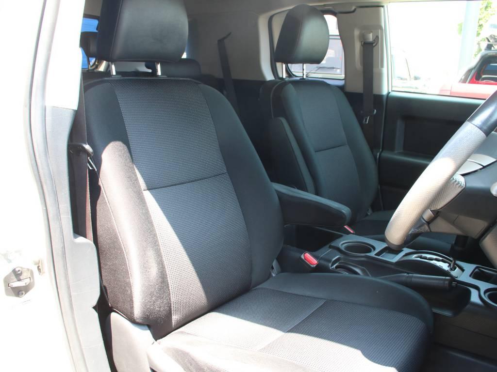 運転席は目立つヘタりなくキレイに保たれております☆ | トヨタ FJクルーザー 4.0 4WD