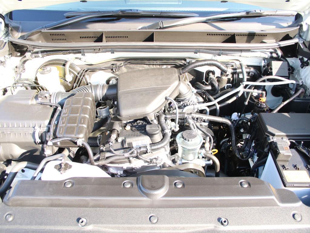 エンジンはガソリン2700ccです☆