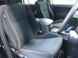 運転席はゆとりのある空間となっております☆
