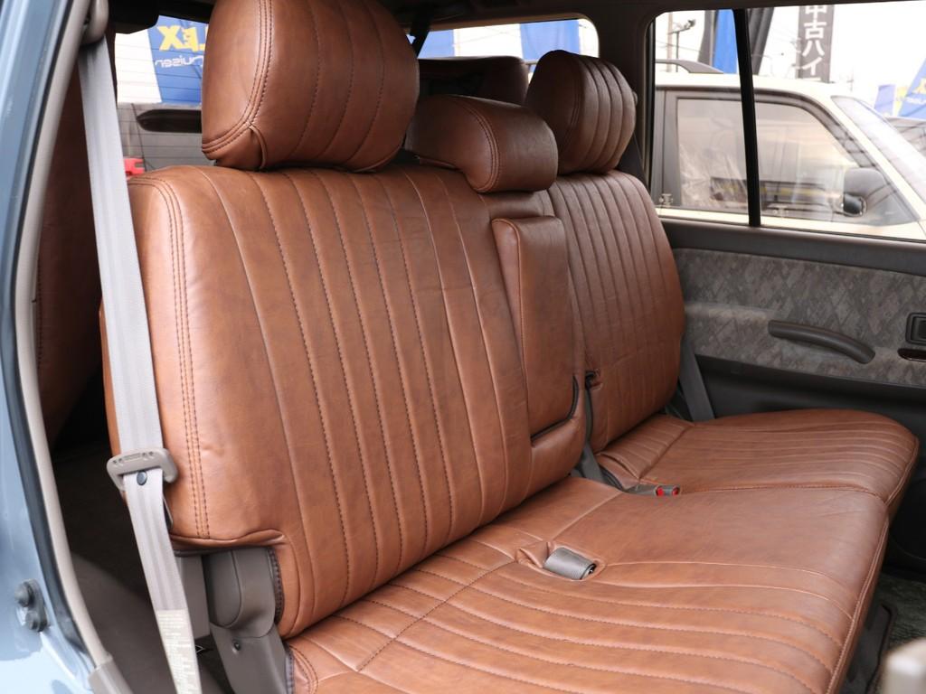 後部座席もキレイに保たれております☆6段階のリクライニング調節が可能です☆