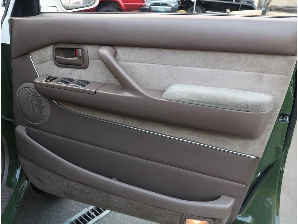 内装は希少なベージュになっております! | トヨタ ランドクルーザーバン 80 VX-LTD