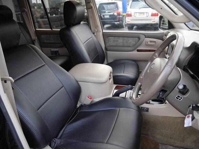運転席&助手席、シートカバー付きです! | トヨタ ランドクルーザー100 4.7 VXリミテッド 4WD