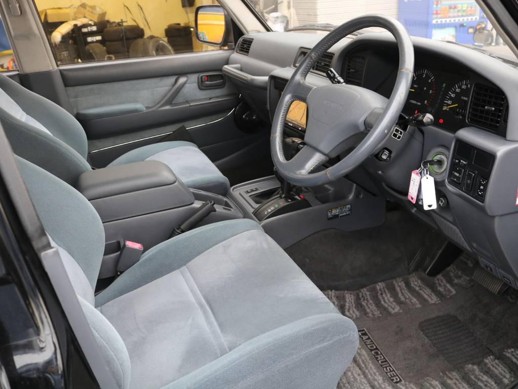広々とした運転席&助手席シートです!