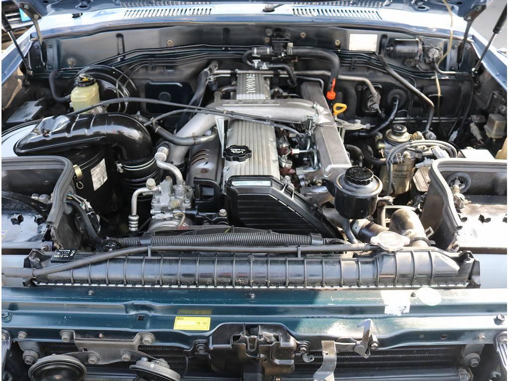 エンジンルームも非常に綺麗です!!   トヨタ ランドクルーザー80 4.2 VXリミテッド ディーゼル 4WD