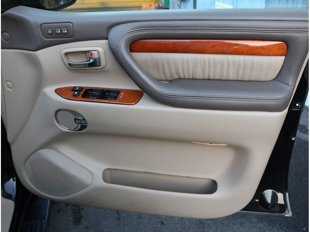 目立った汚れなどもなく内張の状態も良いです!! | トヨタ ランドクルーザーシグナス 4.7 4WD