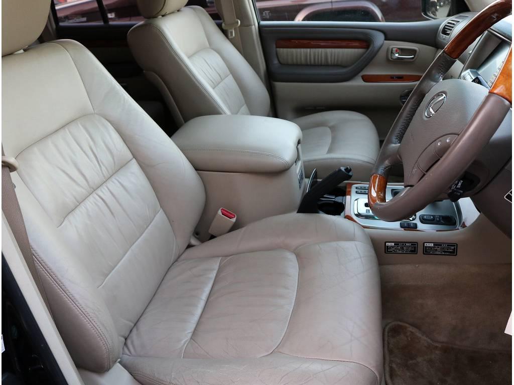 純正本革シートなので座り心地、乗り心地快適です! | トヨタ ランドクルーザーシグナス 4.7 4WD