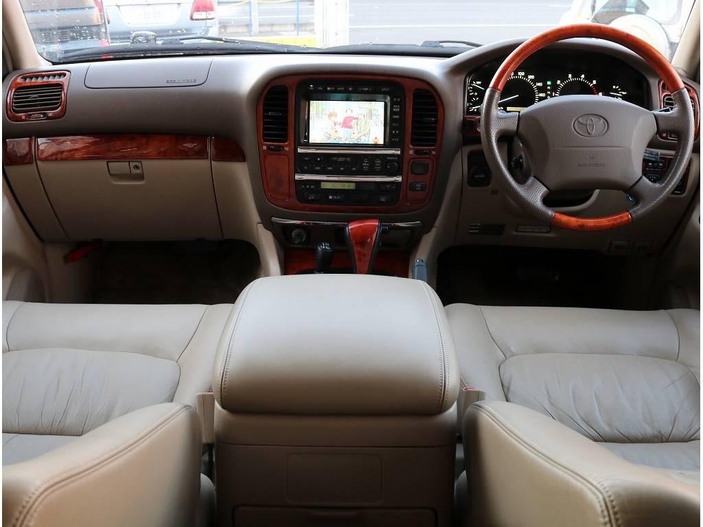広々とした内装に本革シートの高級感のあるスタイルです♪ | トヨタ ランドクルーザーシグナス 4.7 4WD