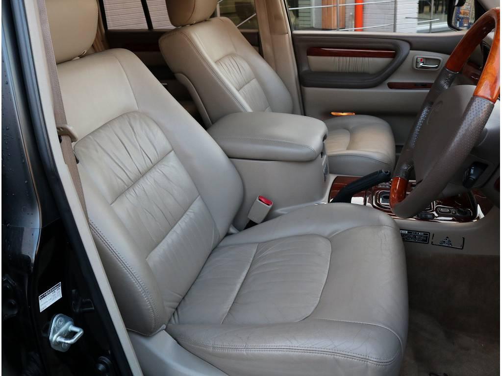高級感ある本革シートです♪しっかりとお使い頂ける状態でございます。 | トヨタ ランドクルーザーシグナス 4.7 4WD