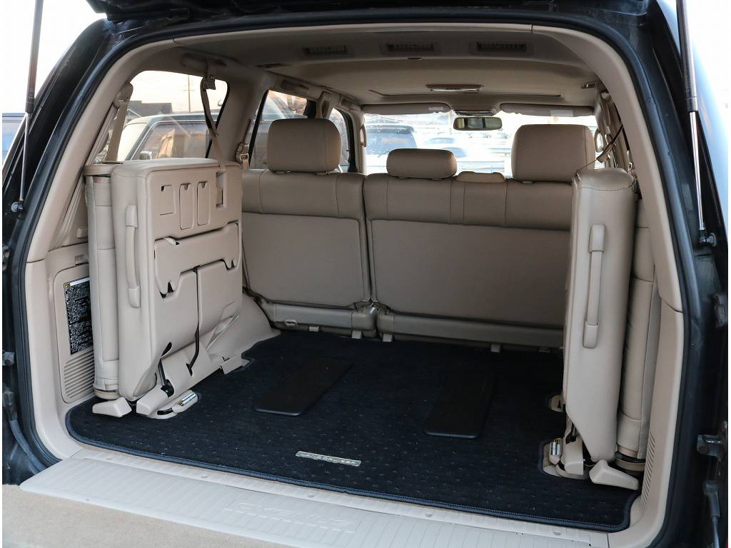 サードシートも完備しておりますので、ファミリーのお客様も是非お使い下さいませ♪ | トヨタ ランドクルーザーシグナス 4.7 4WD