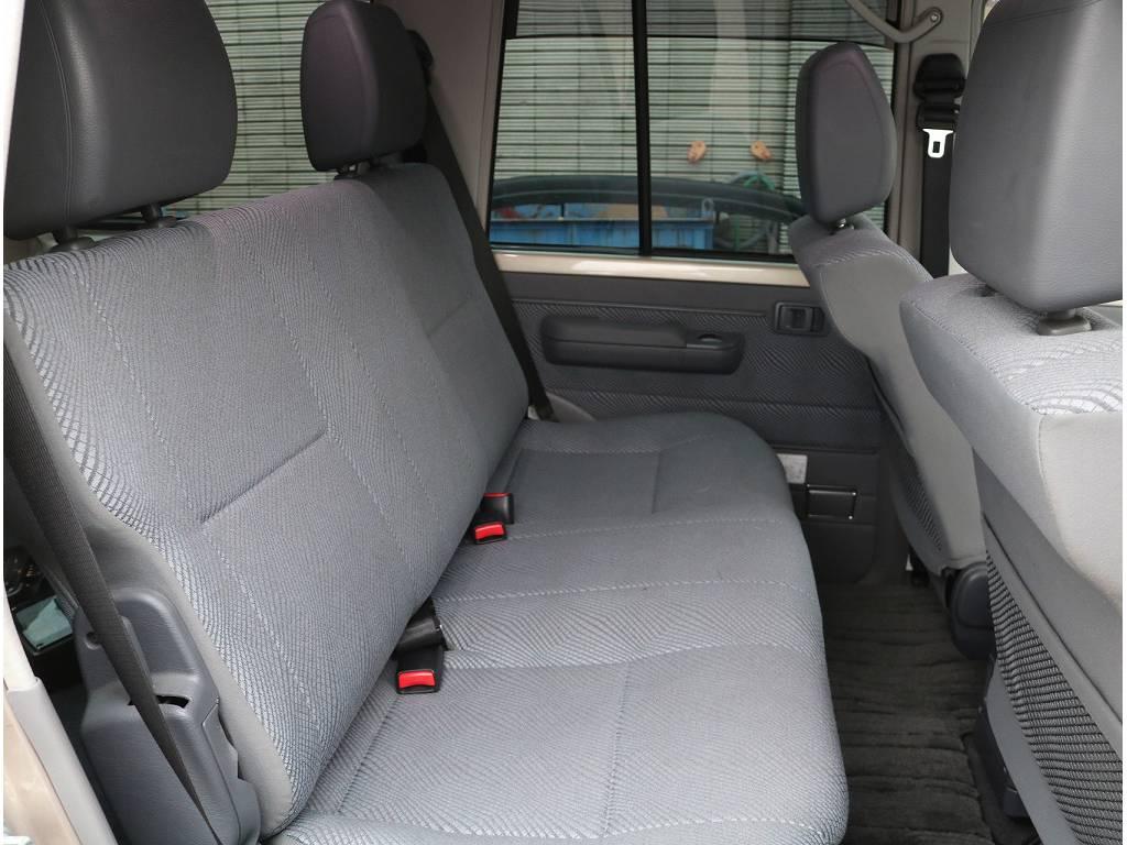 シートカバー等のカスタムも可能ですのでお気軽にお申し付け下さいませ♪ | トヨタ ランドクルーザー70 4.0 4WD
