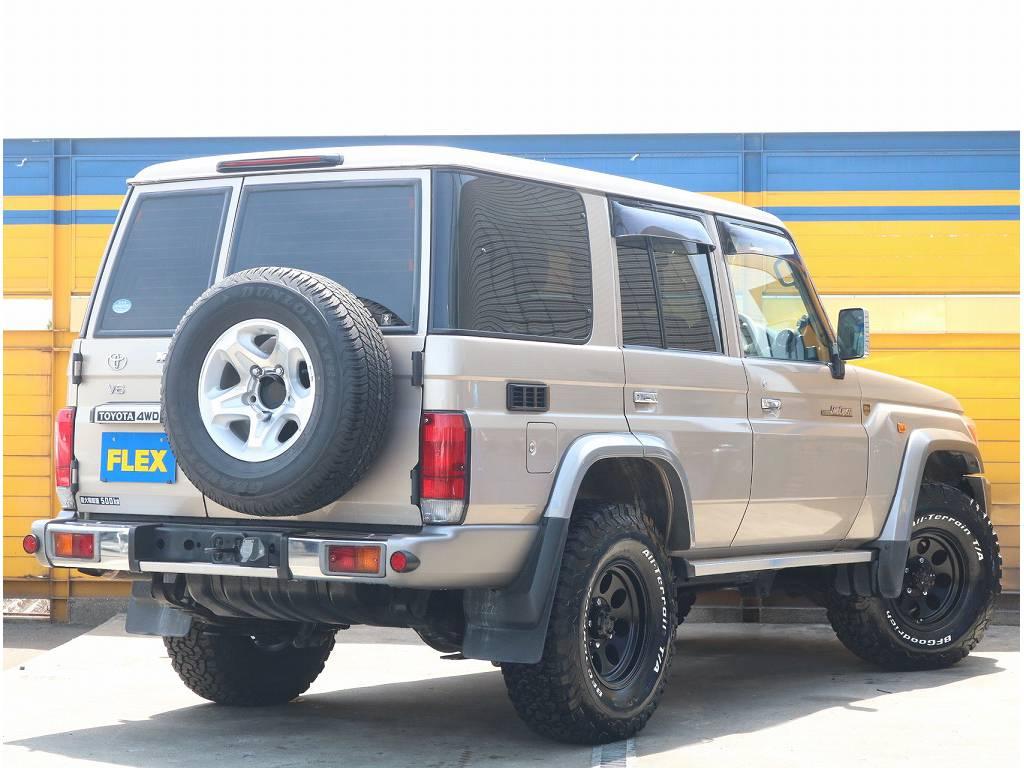 4×4らしい背面タイヤ付きです! | トヨタ ランドクルーザー70 4.0 4WD