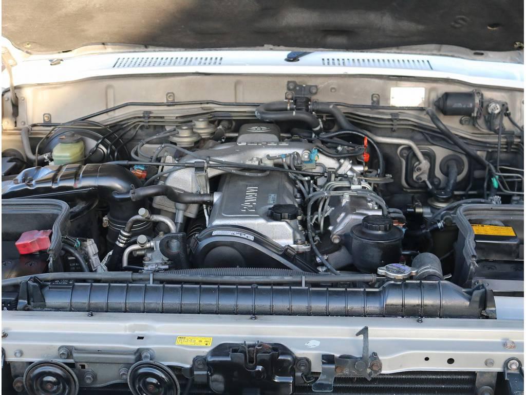 エンジンルームも非常に綺麗に保たれております!! | トヨタ ランドクルーザー80 4.2 VX ディーゼル 4WD