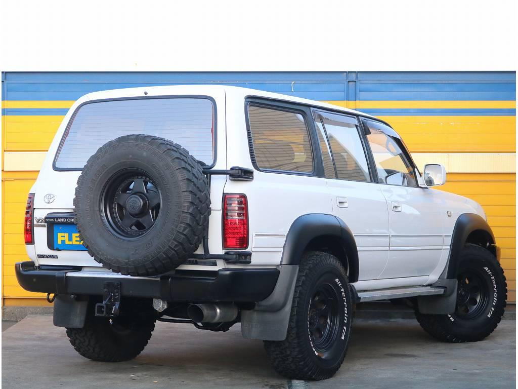 背面タイヤがついておりパンクした時も安心!! | トヨタ ランドクルーザー80 4.2 VX ディーゼル 4WD