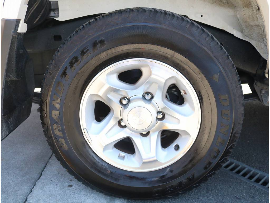 純正アルミホイールになっております!! | トヨタ ランドクルーザー70 4.0 4WD