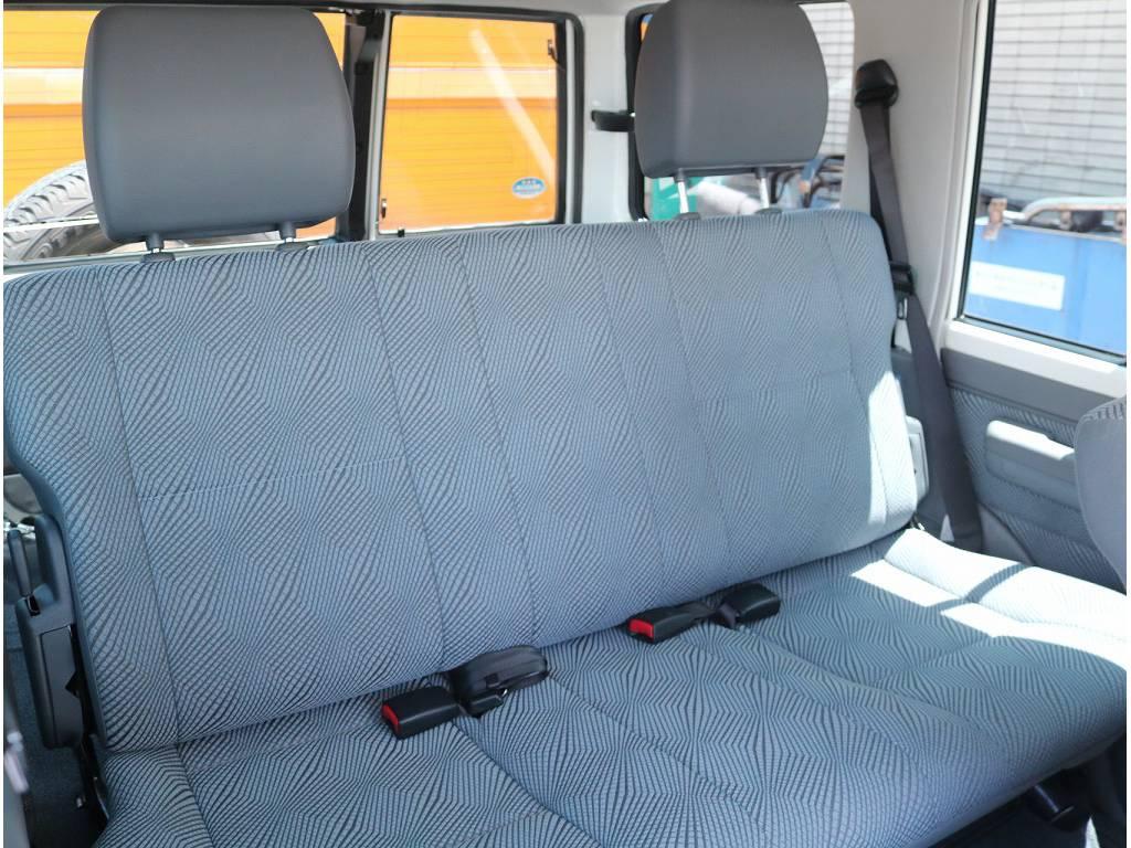 シートカバーなどのカスタム承ります! | トヨタ ランドクルーザー70 4.0 4WD