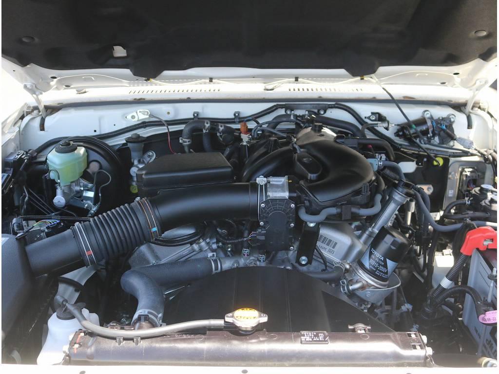 エンジンルームも非常に綺麗に保たれております!! | トヨタ ランドクルーザー70 4.0 4WD
