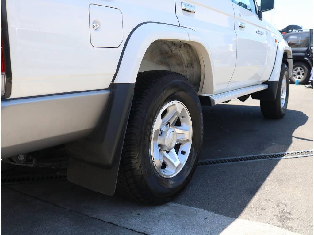 リフトUPなどのカスタムも承ります!! | トヨタ ランドクルーザー70 4.0 4WD