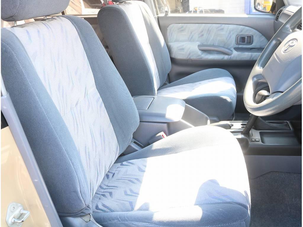 運転席シートもタバコの焦げ跡等なく綺麗な状態です! | トヨタ ランドクルーザープラド 3.0 TX ディーゼルターボ 4WD