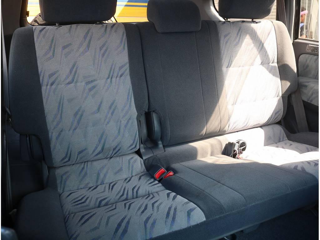 ブラックシートカバーなどのカスタムも可能です♪ | トヨタ ランドクルーザープラド 3.0 TX ディーゼルターボ 4WD