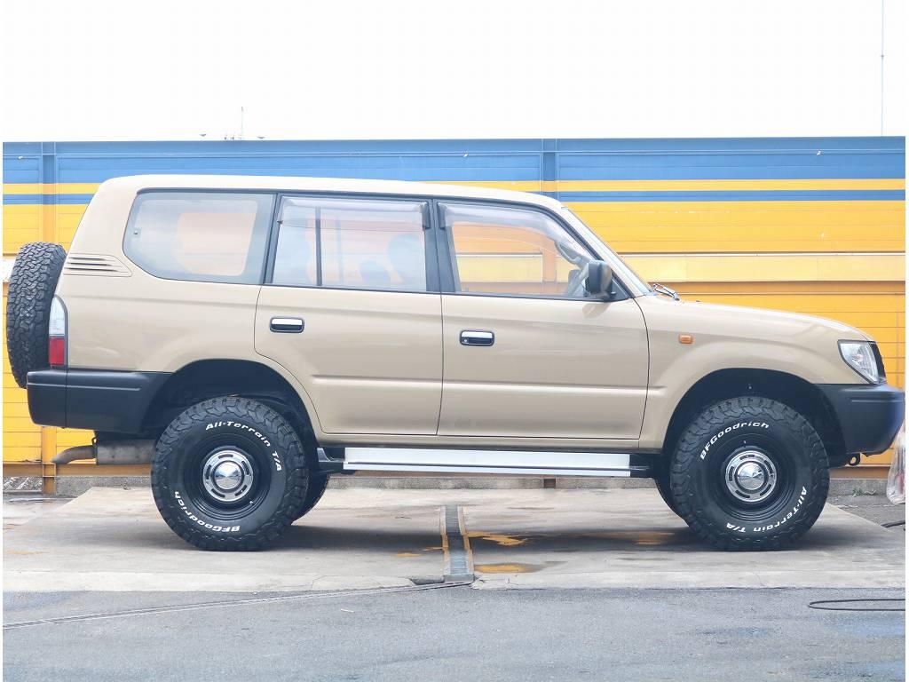 サイドビュー | トヨタ ランドクルーザープラド 3.0 TX ディーゼルターボ 4WD