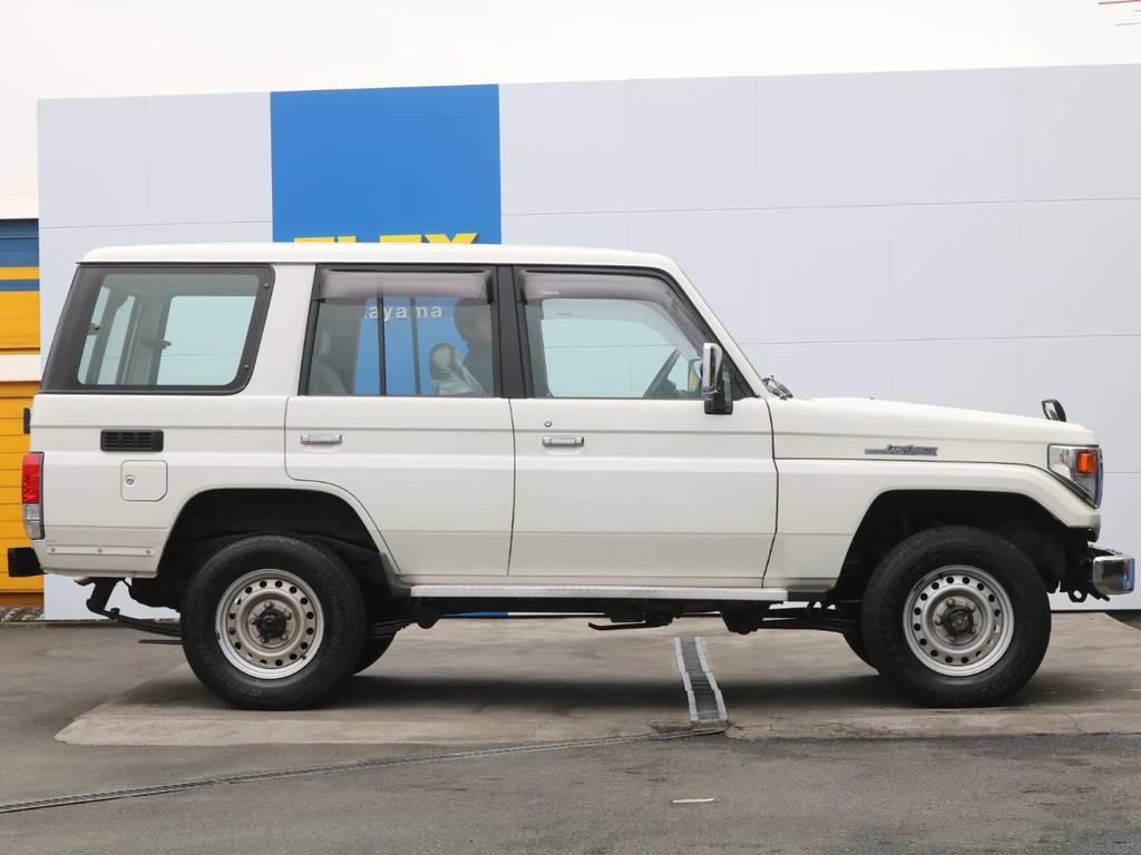 サイドビュー | トヨタ ランドクルーザー70 4.2 LX ディーゼル 4WD