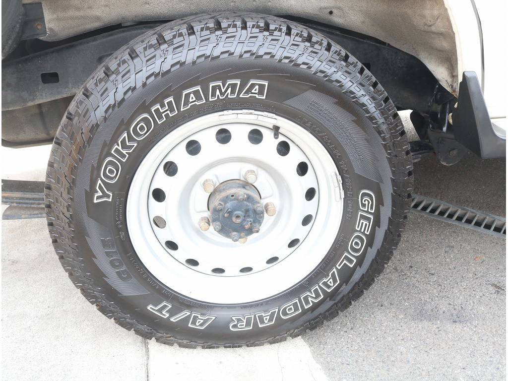 純正スチールホイールがついております!! | トヨタ ランドクルーザー70 4.2 LX ディーゼル 4WD