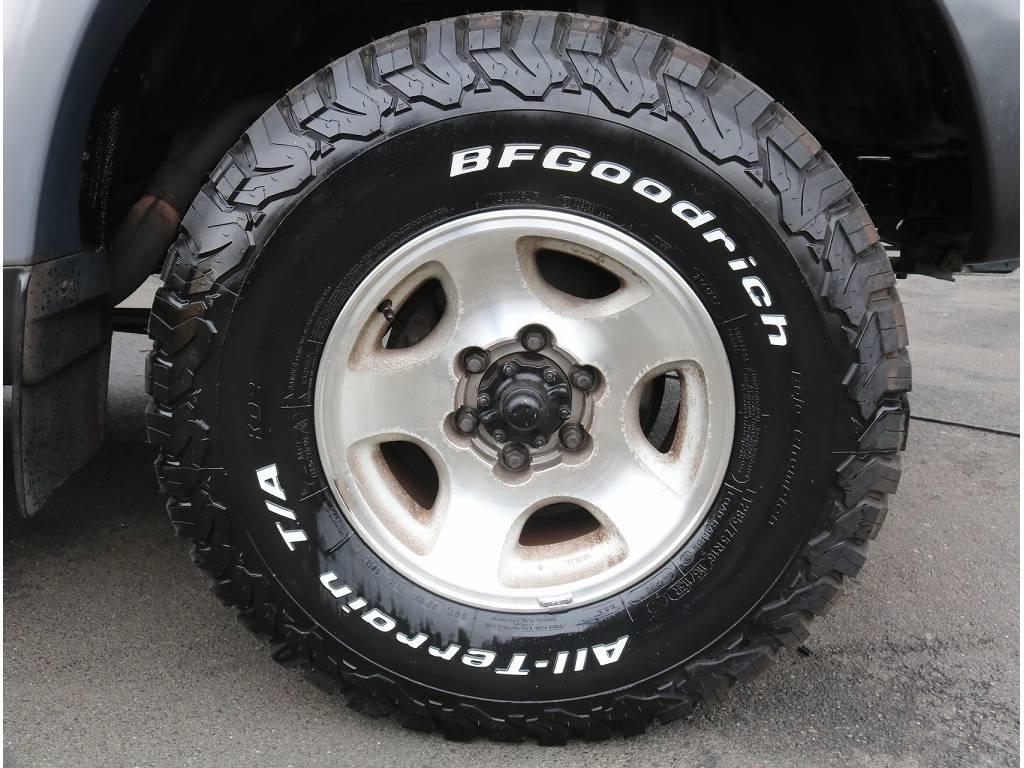 純正16インチアルミホイール&新品BFGタイヤの組み合わせです♪ギラギラとしたアルミより渋いカスタムをお好きな方も沢山いらっしゃいます(^^)/