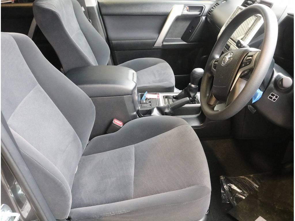 ブラックシートカバーをはじめ、フレックスオリジナルの生地から選べるシートカバーもご用意しております。オンリーワンの一台を是非作成お待ちいたしております。 | トヨタ ランドクルーザープラド 2.8 TX ディーゼルターボ 4WD 5人