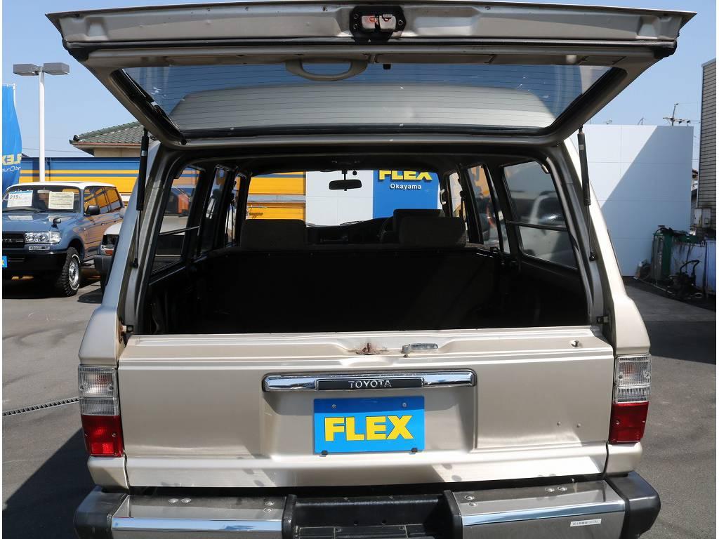 ブラックシートカバーをはじめ、フレックスオリジナルの生地から選べるシートカバーもご用意しております。オンリーワンの一台を是非作成お待ちいたしております。