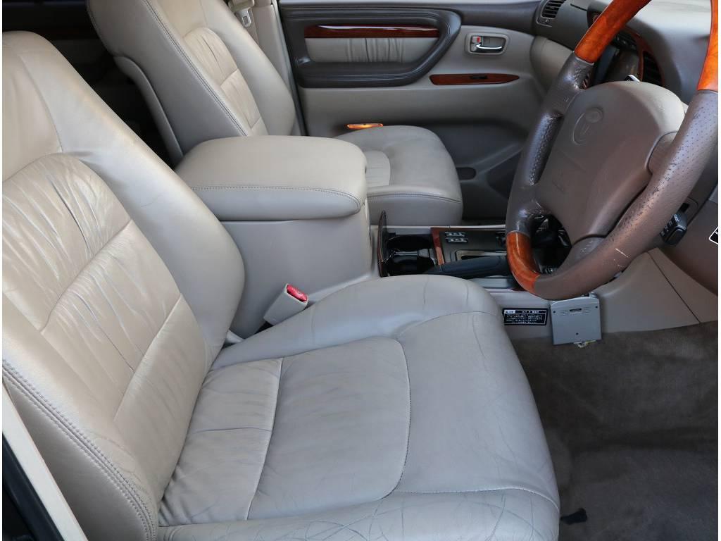 純正本革シートなので座り心地、乗り心地快適です! | トヨタ ランドクルーザーシグナス