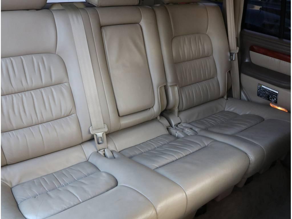 2列目シートも広々お使い頂く事が可能です。 | トヨタ ランドクルーザーシグナス