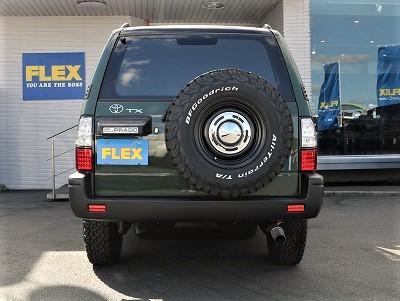 世の中のお車を見ると背面タイヤだけ違うホイールが装着されているのが多いのです。勿論5本全て揃えております。