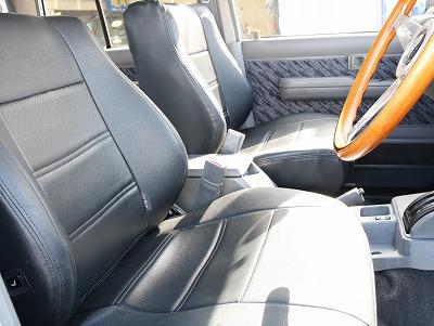 コンディションの良いブラックシートカバー装着済です!
