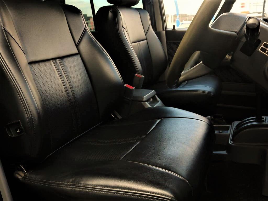 シートはブラックシートカバーが付いております。