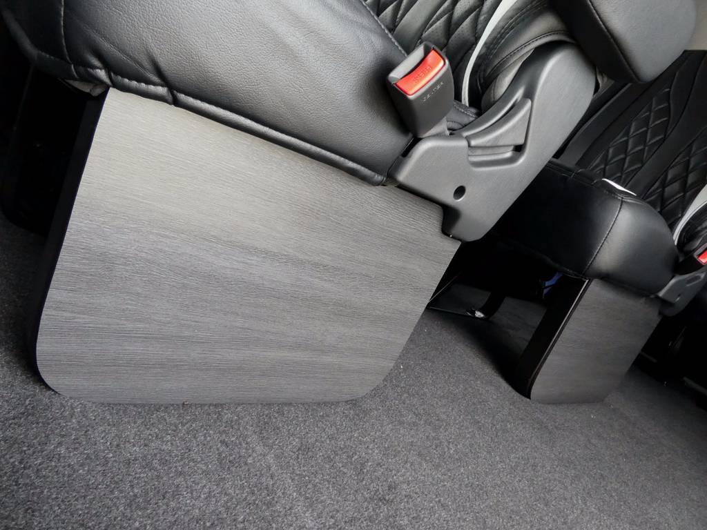 2、3列目にはFLEXオリジナル黒木目フットパネルをセット!! | トヨタ ハイエース 2.7 GL ロング ミドルルーフ