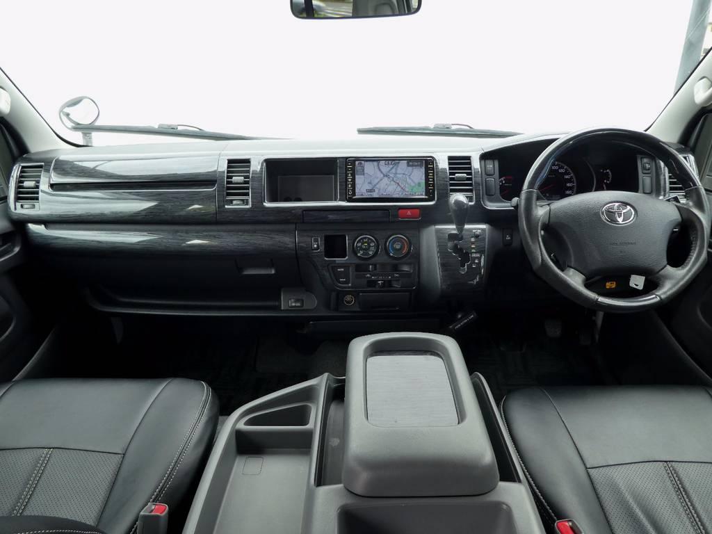 黒木目インテリアが上質なキャビンを演出!! | トヨタ ハイエース 2.7 GL ロング ミドルルーフ 4WD コーストライン