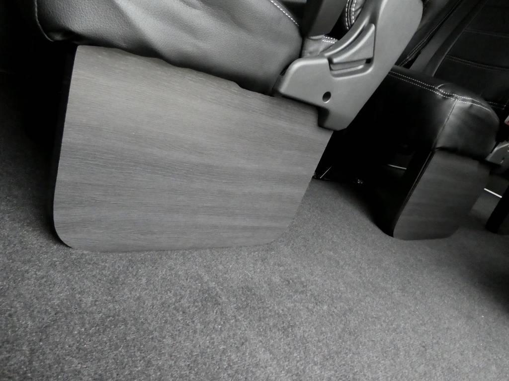 FLEXオリジナル 黒木目フットパネルを2,3,4列目にセット!! | トヨタ ハイエース 2.7 グランドキャビン 4WD トリプルナビカスタム
