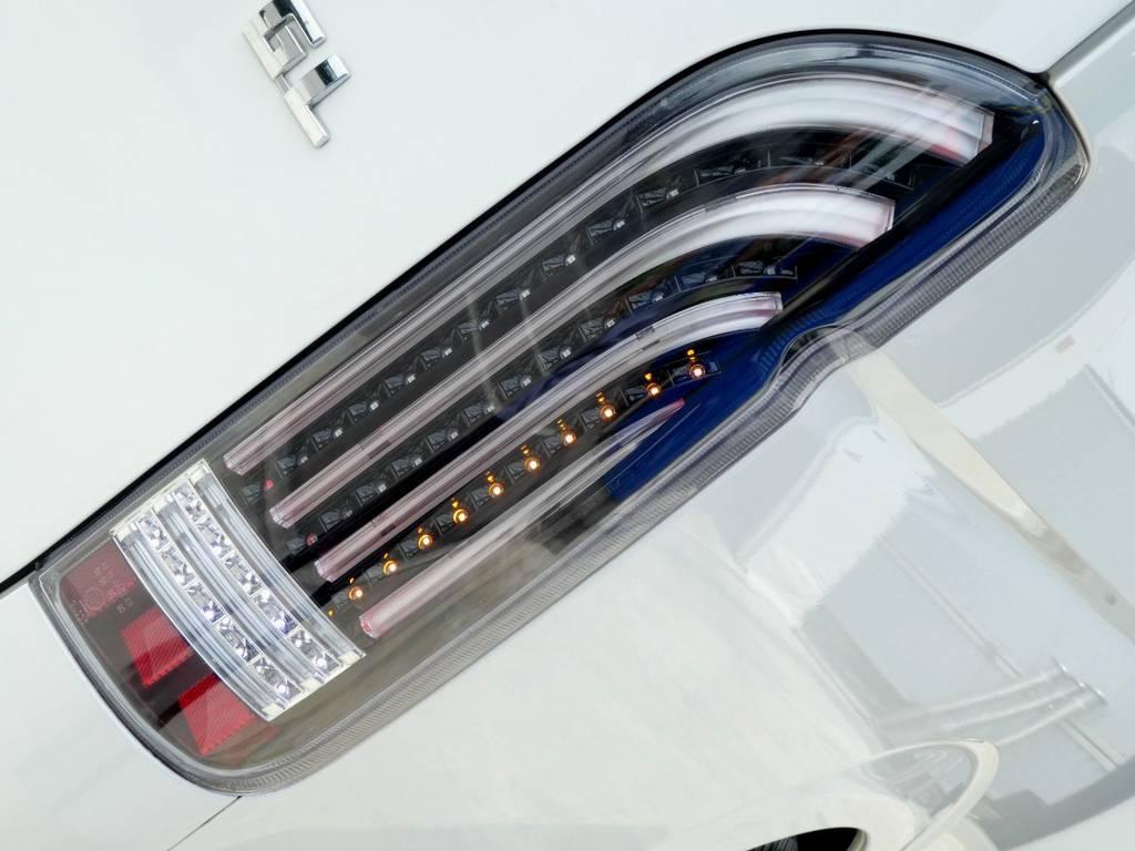 ヘリオスLEDテールをセット!!   トヨタ ハイエース 2.7 GL ロング ミドルルーフ VER2